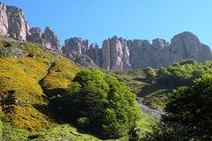 La vallée d'Aspe. Pyrénées-Atlantiques Aspen, French Alps, Basque Country, Van Life, Us Travel, Hiking, Mountains, Places, Pictures