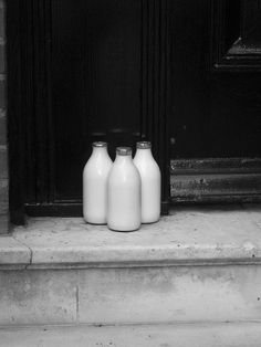 In the we had our milk delivered to the door of our Apt.It had the cream on top and we had to mix it up by shaking the bottle In the we had our milk delivered to the door of our Apt.It had the cream on top and we had to mix it up by shaking the bottle Black N White, Black White Photos, Black And White Photography, Photo Vintage, White Cottage, The Good Old Days, Childhood Memories, Sweet Memories, Still Life