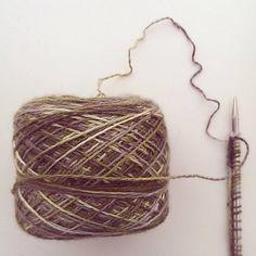 Doe mee met de TreesKAL in de Puk Vossen ravelry groep.  tags voor je projectpagina: TreesKAL, PukVossen  Wat heb je nodig:  Het patroon Minimaal 50 gram Lace- of 100 gram sokkenwol met rondbreinaa...
