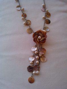 Jewellery Display, Jewelry Crafts, Gold Necklace, Diy Kid Jewelry, Houses, Gold Pendant Necklace, Craft Jewelry