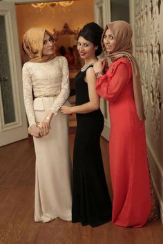 Abaya is an Islamic attire of women. Muslim women are worn abaya in outdoor visiting. Islamic Fashion, Muslim Fashion, Modest Fashion, Hijab Fashion, Fashion Dresses, Stylish Hijab, Hijab Chic, Hijab Dress, Hijab Outfit