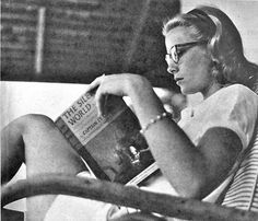 womenreading:  Grace Kelly stree submitted to womenreading