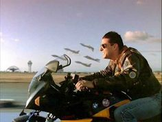 Top Gun - Publicity still of Tom Cruise - Real Time - Diet, Exercise, Fitness, Finance You for Healthy articles ideas 80s Movies, Action Movies, Good Movies, I Movie, Top Gun Film, Top Gun Movie, Valentino Rossi, Tom Cruise, Tom Skerritt