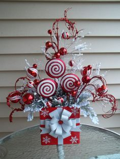 "50 Best Candy Cane Christmas Decorations which are the ""Sweetest things you've Ever Seen"" - Hike n Dip Christmas Flower Arrangements, Christmas Flowers, Christmas Fun, Christmas Wreaths, Christmas Ornaments, Christmas Parties, Office Christmas Decorations, Christmas Tabletop, Christmas Table Centerpieces"