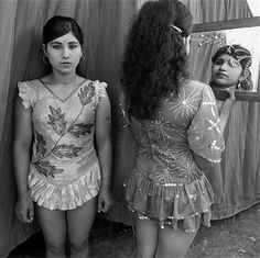 indian circus mary ellen mark - Google Search