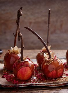 Making your own toffee apples has never been easier. This salted caramel version with your choice of add-ons will please grownups and children alike!