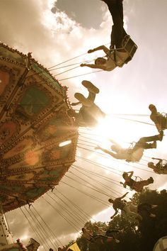 I want to go on the swings a thousand times this summer Wheel In The Sky, Where Is My Mind, Merry Go Round, Big Top, Pics Art, Taking Pictures, Daydream, Swings, Art Photography