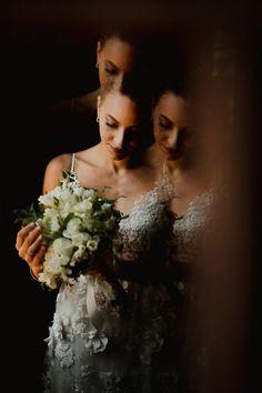 fotos de casamento / wedding pictures One Shoulder Wedding Dress, Wedding Dresses, Fashion, Wedding Photos, Good Photos, Wedding Shot, Moda, Bridal Dresses, Alon Livne Wedding Dresses