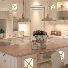 39 ideas for kitchen corner pantry layout islands Kitchen Interior, Home Decor Kitchen, Kitchen Remodel, Kitchen Decor, Home Kitchens, Kitchen Layout, Kitchen Pantry Design, Kitchen Renovation, Kitchen Design