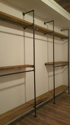 Black iron pipe master closet shelves with high dress hanging .- Black Iron Pipe Master Schrank Regale mit hohem Kleid hängenden Abschnitt Black iron pipe master cupboard shelves with high dress hanging section - Pipe Closet, Closet Rod, Cheap Closet, Diy Walk In Closet, Basement Closet, Walking Closet, Basement Ideas, Diy Pipe Shelves, Pipe Shelving