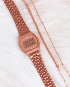 Casio Rose, Best Fitness Watch, Natural Accessories, Chica Cool, Vintage Watches Women, Popular Watches, Cute Casual Outfits, Soft Grunge, Smartwatch