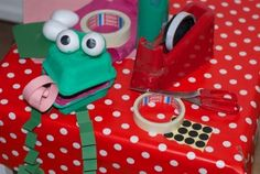 Frog Crafts, Recycled Crafts, Crafts To Make, Heart Shapes, Recycling, Lunch Box, Challenges, Children, Room