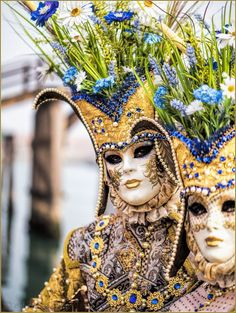 Photos I of two beautiful Costumes at the Carnaval masquerade ball in Venice Italy Venice Carnival Costumes, Mardi Gras Carnival, Venetian Carnival Masks, Carnival Of Venice, Venetian Masquerade, Masquerade Ball, Clowns, Venitian Mask, Costume Venitien