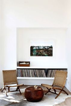 Would love a space in my flat to stack vinyls like this