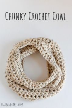 FREE Pattern  Simple 1 Skein Chunky Crochet Cowl Pattern @Make and Takes.com #crochetaday