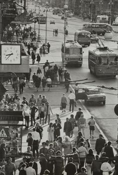 belovedrussia:  Soviet Union of 60s, Moscow at 8:37 of morning.