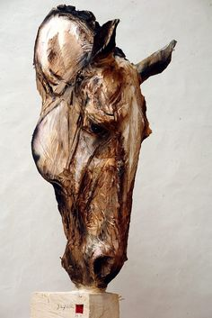 Buste De Cheval Du Ciel' wooden sculpture_ Jürgen Lingl-Rebetez.