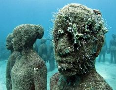 The world's first underwater sculpture park in Grenada, West Indies is the work of British sculptor Jason de Caires Taylor. Under The Water, Under The Sea, Underwater Ruins, Underwater Sculpture, Jason Decaires Taylor, Artificial Coral, Underwater Photographer, Cancun Mexico, Art Plastique