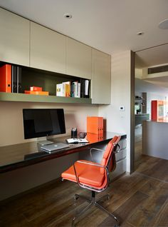 students furniture for studying hardwood floor orange leather chair built in desk shelves computer books storage of Nice Choices of Students Furniture for Studying Budget Home Decorating, Small House Decorating, Decorating Ideas, Decor Ideas, Home Office Chairs, Home Office Decor, Office Ideas, Interior Work, Interior Architecture