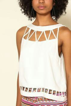 Blusa branca                                                                                                                                                                                 More
