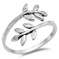 Sterling Silver Leaves on a Branch Ring Sterling silver band with two branches and leaves. Vintage Oval Engagement Rings, Diamond Wedding Rings, Vintage Rings, Sterling Silver Rings, Silver Jewelry, Diamond Jewelry, 925 Silver, Glass Jewelry, Silver Bracelets