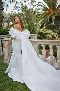 Grace Loves Lace, Bridal Looks, Bridal Style, Skirt Fashion, Fashion Show, Monique Lhuillier Bridal, Monique Lhuillier Dresses, Cali Girl, Wedding News