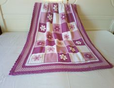Manta para cuna a crochet. Crib, Bed Covers, Fabrics