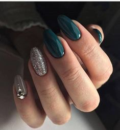 federxca – Nageldesign – Nail Art – Nagellack – Nail Polish – Nailart – Nails -… - Beauty New Rose Gold Nails, Green Nails, Gold Sparkle Nails, Silver Nails, Solid Color Nails, Nail Colors, Beautiful Nail Designs, Beautiful Nail Art, Ongles Or Rose