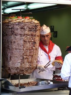 turkish doner kebab part tout dans la mande..delicieux..Doner Kebab - wow! have you ever seen anything like this before?