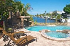 Tortuga Bay Anna Maria (Florida) Tortuga Bay is a holiday home featuring free WiFi and a patio set in Anna Maria. It provides free private parking.  There is a dining area and a kitchen equipped with dishwasher. Towels and bed linen are available in this holiday home.