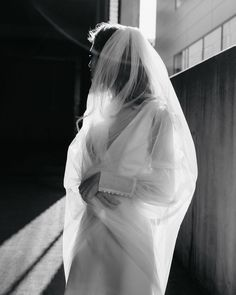 Delicately dancing the line between documentary and editorial style imagery, we catch up with New Zealand-based photographer Captured By Keryn. Big Wedding Dresses, Wedding Veils, Wedding Bride, Dream Wedding, Wedding Photography And Videography, Wedding Photography Inspiration, Wedding Inspiration, Dress Vestidos, Timeless Wedding