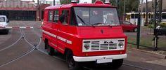 Das ist Stanislaw. Er leuchtet schon seit 1988 auf diese Welt. Aber seine Familie ist viel älter: 1959 wurde in der polnischen Fabrik FSC Lublin der erste Lieferwagen vom Typ Zuk hergestellt. Der letzte Enkel verliess erst 1998 das Werk. Stanislaw wurde Feuerwehrauto in Krakau (auf Polnisch: Kraków). Er erwarb viel Anerkennung und tatab 2012 …