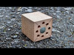 A unique device that will save you money! Friends, my name is Vanya! I am the author of the channel HandCraft. On this channel I present everything that I ha. Woodworking Workshop, Woodworking Tips, Cool Diy Projects, Projects To Try, 3 Piece Canvas Art, Tools And Toys, Wood Turning Projects, Old Pallets, Old Tools