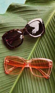 Quality womens fashion sunglasses designed in Chicago. Summer Sunglasses, Cat Eye Sunglasses, Sunglasses Women, Lunette Style, Chicago Fashion, Fashion Eye Glasses, Accesorios Casual, Clothing Photography, Eyewear