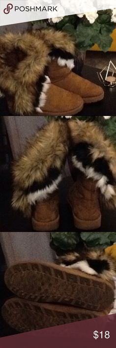 Boots Tan boots with fake fur. Very warm and cozy. Size 39 which equals a size 9. Previously loved. In good condition. Shoes Winter & Rain Boots