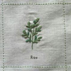 Japanese Embroidery Flowers Nuu Amu ~ ki to hi ~の画像 - Nuu Amu ~ ki to hi ~の画像 Floral Embroidery Patterns, Sashiko Embroidery, Hand Embroidery Tutorial, Simple Embroidery, Japanese Embroidery, Silk Ribbon Embroidery, Hand Embroidery Designs, Embroidery Applique, Rose Embroidery