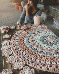 429 likes 10 comments Home Depot Carpet Runners Vinyl Pinned 4 inspiration *I'd do a The crochet rug you saw in the picture. This Pin was discovered by Lin Lidia Crochet Tricot, Crochet Mat, Crochet Carpet, Crochet Home, Love Crochet, Crochet Crafts, Crochet Doilies, Crochet Stitches, Crochet Projects