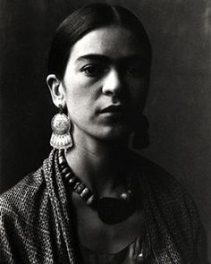 Frida Kahlo by Imogen Cunningham, Imogen took a few photographs of Frida Kahlo, when she was in San Francisco with Diego Rivera in Diego Rivera and Frida Kahlo arrived in San Francisco in November, so that Diego could paint a few murals in the city. Diego Rivera, Frida E Diego, Frida Art, Christy Turlington, Famous Artists, Great Artists, Natalie Clifford Barney, Fridah Kahlo, 3 4 Face