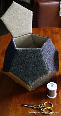 Penny Rugs and More: Woolie Pentagons Sewing Box - One Dodecahedron Tutorial Sewing Tutorials, Sewing Crafts, Sewing Projects, Penny Rugs, Sewing Box, Sewing Notions, Box Patterns, Sewing Patterns, Fabric Bowls