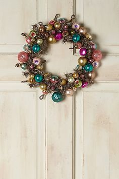 gorgeous vintage bulb wreath for a colorful Christmas All Things Christmas, Winter Christmas, Vintage Christmas, Christmas Time, Christmas Wreaths, Christmas Crafts, Christmas Decorations, Christmas Ornaments, Holiday Decorating