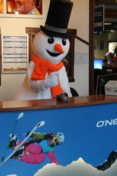 Welkom allemaal in mijn Snowparadijs! Om het nog drukker te maken bij de après ski laat ik het even omroepen achter mijn receptie!