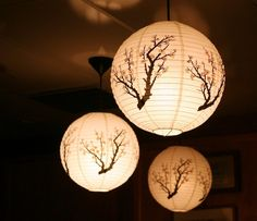 déco japonais   déco japonaise et suspensions de lampes en papier à motifs arbres