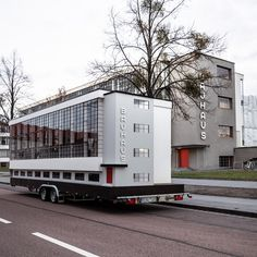 How Cute Is This Bauhaus Tiny House on Wheels? Tiny House On Wheels Bauhaus cute House Tiny Wheels Stucco Siding, Metal Siding, Metal Roof, Walter Gropius, Architecture Bauhaus, Architecture Design, Design Blog, Design Studio, Design Design