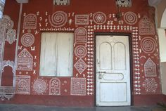 Beautifully painted walls of Raghurajpur Village Worli Painting, House Painting, Indian Wall Art, Indian Paintings, Leaf Paintings, Wall Paintings, Ancient Names, Mud House, Stencil