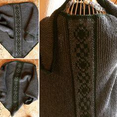 Aus Merinowolle gefertigt. Den Mittelteil bildet eine im Doubleface gestrickte Kreuzstichbordüre Men Sweater, Sweaters, Fashion, Breien, Moda, Fashion Styles, Sweater For Men, Sweater, Men's Knits
