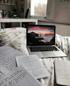 study time # university aesthetic Quick Tips to Create a Productive Study Space - College Study Smarts Study Organization, Study Space, Study Areas, Study Desk, Study Hard, College Life, College Notes, College Humor, College Majors