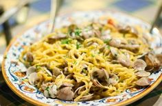 Tagliatelle con Vongole | A few simple ingredients are all you need to make this delicious pasta with clams dish. @latavolamarche