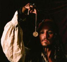 Captain Jack Sparrow, Elisabeth Swan, Aztec Gold, Images Disney, Johnny Depp Movies, Johny Depp, Images Esthétiques, Pirate Life, Pirates Of The Caribbean