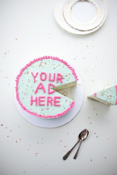 Sweet tips on how to write on a cake (a very cute cake indeed!) by Coco Cake Land!