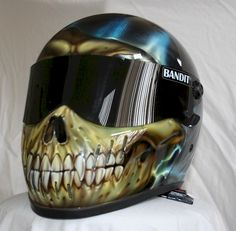 Airbrushed helmet want for when I get a Harley Davidson!!!!!so it will be a Harlee riding a Harley Davidson pretty sweet!!!!